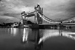 Stå hög överbryggar, London arkivfoto