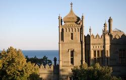 Medeltida slott vid havet Arkivbild