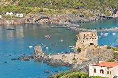 Stå hög av Fiuzzi. Praia en Mare. Calabria. Italien. royaltyfria bilder
