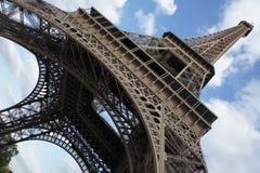 Stå hög Eiffel arkivfoto