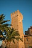 Stå högt i den historiska mitten av Porto Potenza Picena Arkivfoto