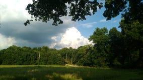 Stå högt moln som åskväderbygganden i öst Royaltyfria Foton