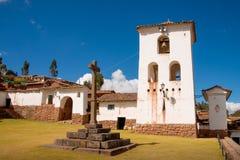 Stå högt på Chinchero, den sakrala dalen av incasna Arkivfoto