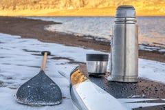 Stå paddla upp i vinter fotografering för bildbyråer