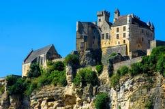 Stående övre för härlig Beynac slott klippan, Dordogne, Frankrike Royaltyfri Bild