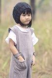 Stående av älskvärda asiatiska barn med anseende för vinterullhuv Fotografering för Bildbyråer