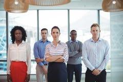 Stående av affärskollegor på kontoret arkivfoto