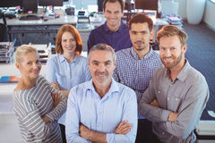 Stående av affärskollegor som står på kontoret royaltyfri fotografi