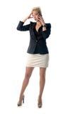 Stående av affärskvinnan som talar på mo Royaltyfri Bild