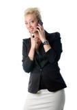 Stående av affärskvinnan som talar på mo Arkivbild