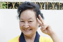 Stående av asiatiskt högt le för kvinna Royaltyfri Fotografi