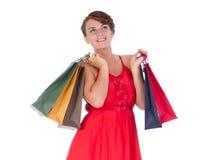 Stående av att bedöva den unga kvinnan med shoppingpåsen Arkivbild