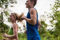 Stående av att jogga för barnpar Fotografering för Bildbyråer