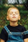 Stående av att le årig pojke sju Årig pojke sju med Arkivbilder