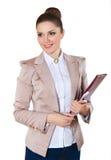 Stående av att le affärskvinnan med den pappers- mappen royaltyfria bilder