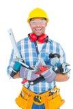 Stående av att le den manuella arbetaren som rymmer olika hjälpmedel Arkivfoto