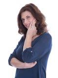 Stående av att le isolerad äldre kvinna. royaltyfri fotografi