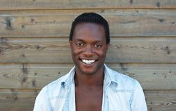 Stående av attraktivt le för svart man Arkivbilder