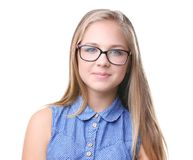 Stående av bärande exponeringsglas för nätt tonåringflicka som isoleras Royaltyfri Bild