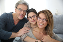 Stående av bärande glasögon för lycklig familj Royaltyfri Bild