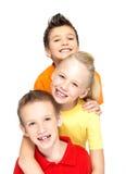 Stående av de lyckliga barnen som isoleras på vit Arkivfoto
