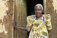 Stående av den äldre ugandiska kvinnan Royaltyfria Foton