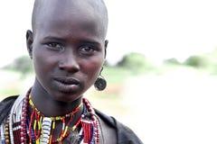 Stående av den afrikanska kvinnan Arkivbilder