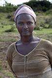 Stående av den afrikanska kvinnan Arkivfoto