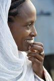 Stående av den afrikanska kvinnan Arkivfoton