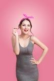 Stående av den asiatiska kvinnan för härlig utvikningsbrud med tappningmakeup och Royaltyfria Bilder