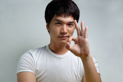 Stående av den asiatiska manliga modellen Arkivfoton
