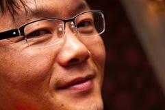 Stående av den asiatiska mannen i exponeringsglas Arkivfoto