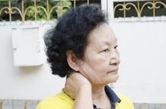 Stående av den asiatiska pensionären Royaltyfria Foton