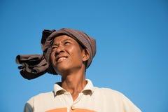 Stående av den asiatiska traditionella bonden Arkivfoton