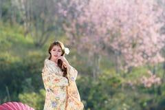 Stående av den asiatiska traditionella kvinnan Royaltyfri Foto