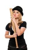Stående av den attraktiva damen med ett slagträ royaltyfri fotografi