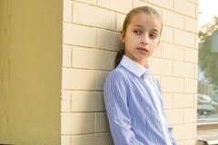 Stående av den attraktiva flickan av 10-11 gamla år Arkivbild