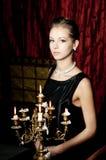 Stående av den attraktiva kvinnan för elegans, retro stil arkivfoton