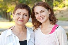 Stående av den attraktiva kvinnan med kort hår 50 år i PA Royaltyfria Foton