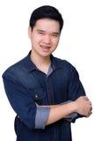 Stående av den bärande jeansskjortan för asiatisk man Arkivfoton