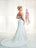 Stående av den blonda bruden i inre Fotografering för Bildbyråer