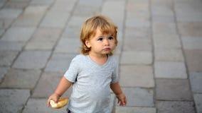 Stående av den blonda hasselträ-synade ungen Fotografering för Bildbyråer