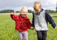 Stående av den blonda pojken och flickan Royaltyfri Foto