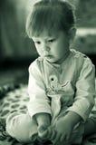 Stående av den blonda små flickan Arkivfoto
