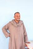 Stående av den egyptiska mannen i traditionell klänning Royaltyfri Foto