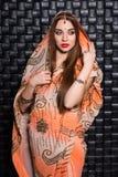 Stående av den fundersamma indiska kvinnan royaltyfria bilder