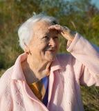 Stående av den gammala le kvinnan Fotografering för Bildbyråer