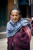 Stående av den gammala tibetana kvinnan Royaltyfri Foto