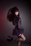 Stående av den gotiska Lolita flickan med paraplyet royaltyfria bilder