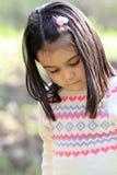 Stående av den gulliga lilla flickan i vår Royaltyfria Bilder
